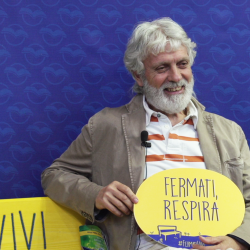 L'editore Giorgio Rosso sulla panchina di Fermati, Vivi